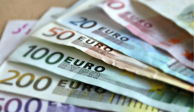 Euro inflation turns negative